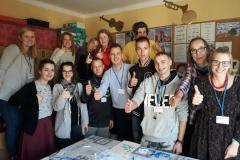 Grupa uczniów testujących grę z Kujawsko-Pomorskiego Specjalnego Ośrodka Szkolno-Wychowawczego im. Janusza Korczaka w Toruniu